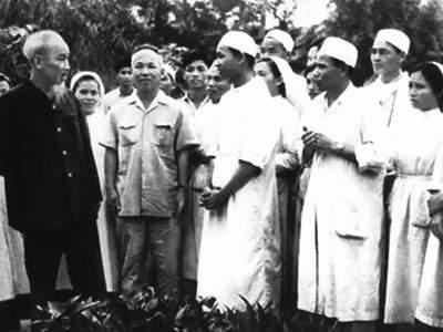 """""""Lương y như từ mẫu"""" - phẩm chất cao quý của Thầy thuốc theo tư tưởng Hồ Chí Minh"""