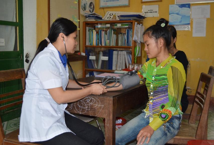 Việc khám chữa bệnh cho người dân nông thôn ngày càng được quan tâm, phục vụ tốt hơn