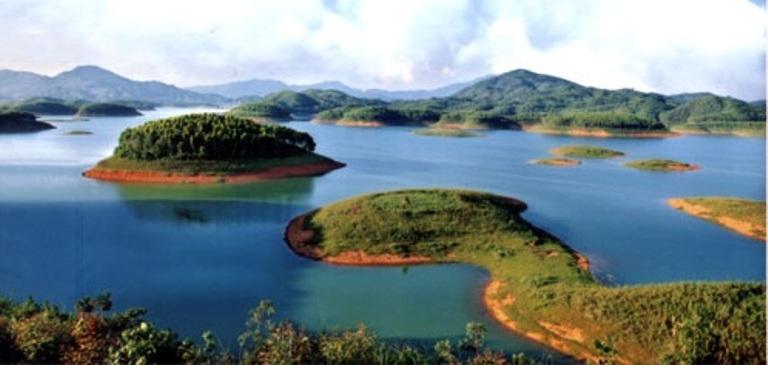 hồ thác bà - điểm đến du lịch nổi tiếng của yên bái